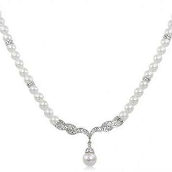 Rigant Simple & Elegant Pearl Necklace